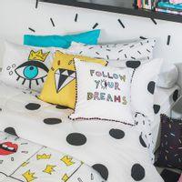 Fronha-50x70-Branco-preto-Follow-Your-Dreams